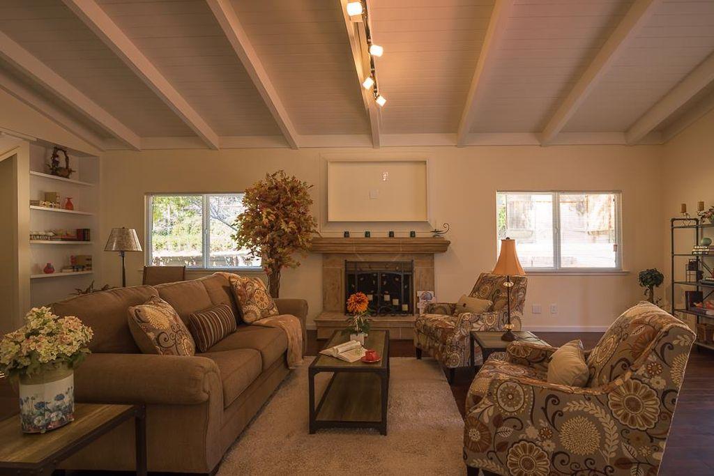 Bon Home Furniture Displayed